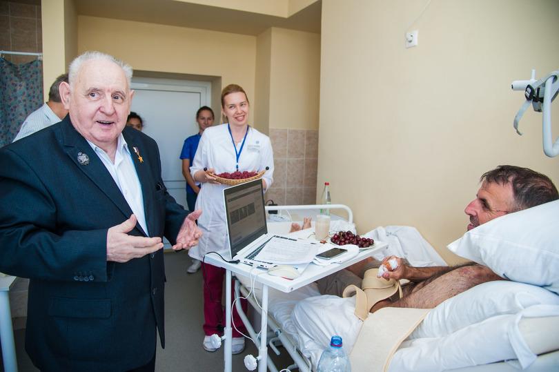 Пострадавшего в аварии англичанина в больнице навестил Юрий Лепёхин