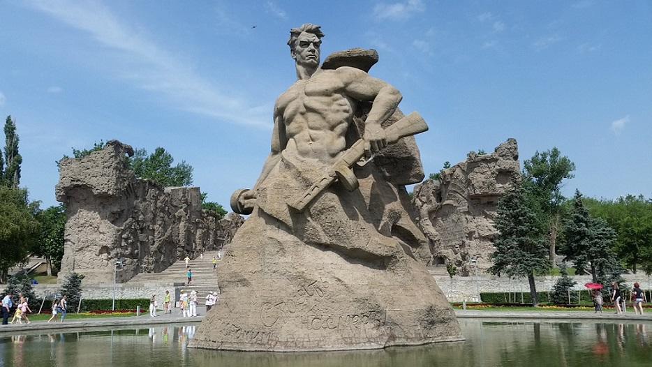 «Защитившим Сталинград»